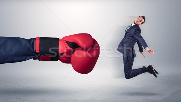 Gigante mano patear pequeño empresario empleado Foto stock © ra2studio