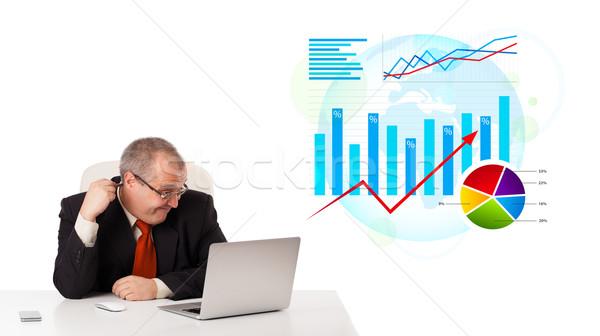 Foto stock: Empresário · sessão · secretária · laptop · estatística · isolado