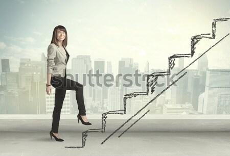 Kobieta interesu stałego krawędź miasta działalności Zdjęcia stock © ra2studio