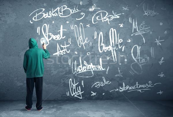 Foto d'archivio: Giovani · urbana · pittore · disegno · graffiti · muro