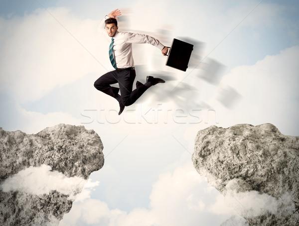 Stok fotoğraf: Mutlu · iş · adamı · atlama · uçurum · dağ · atlamak