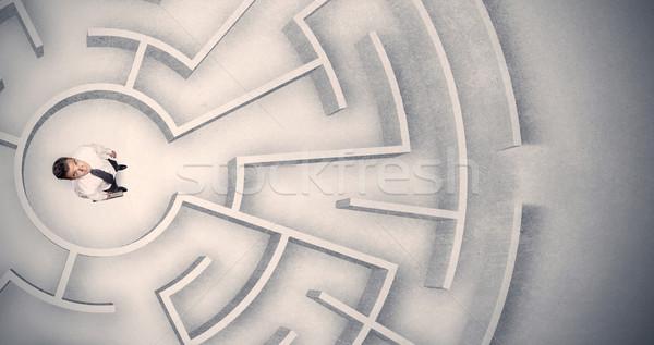 Homme d'affaires piégé circulaire labyrinthe confondre fond Photo stock © ra2studio