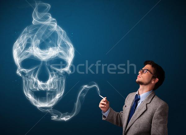 Moço fumador perigoso cigarro tóxico crânio Foto stock © ra2studio