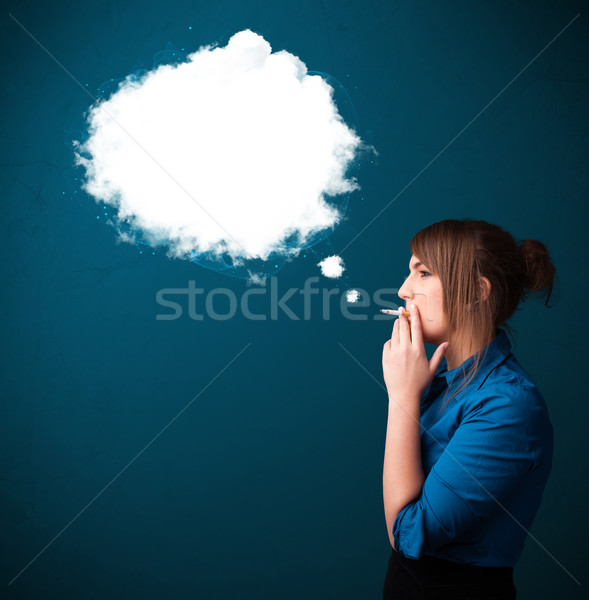 Foto stock: Mulher · jovem · fumador · insalubre · cigarro · denso · fumar