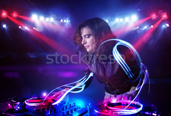 Dídzsé lány játszik zene fény nyaláb Stock fotó © ra2studio