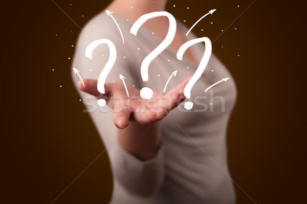 Stockfoto: Jonge · vrouw · presenteren · vraagtekens · jonge · mooie · vrouw