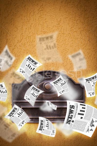 Po polu codziennie gazety pływające na zewnątrz Zdjęcia stock © ra2studio