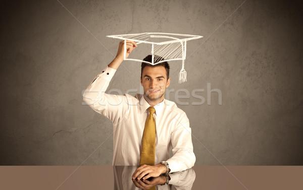Szczęśliwy kolegium absolwent rysunek akademicki hat Zdjęcia stock © ra2studio