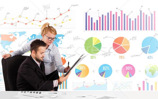 Zakenman vrouw kleurrijk charts grafieken geld Stockfoto © ra2studio