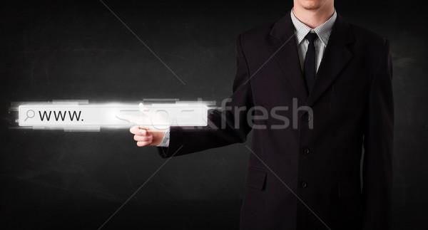 Jonge zakenman aanraken web browser adres Stockfoto © ra2studio