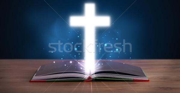 Photo stock: Ouvrir · bible · croix · milieu