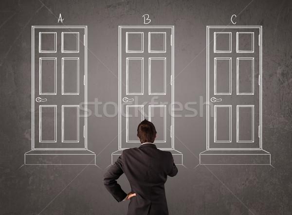 Zakenman kiezen deur jonge vergadering Stockfoto © ra2studio