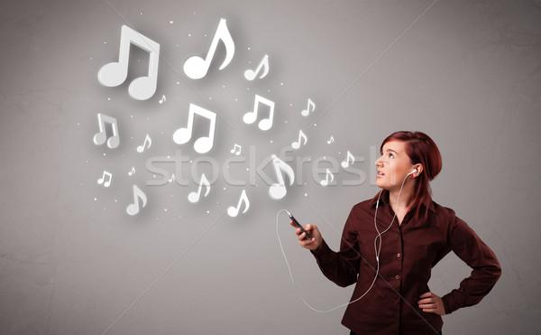 Csinos fiatal nő énekel zenét hallgat hangjegyek ki Stock fotó © ra2studio