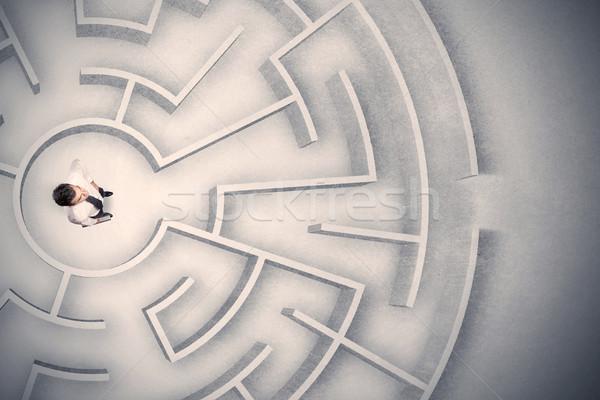 Homme d'affaires piégé circulaire labyrinthe confondre bureau Photo stock © ra2studio