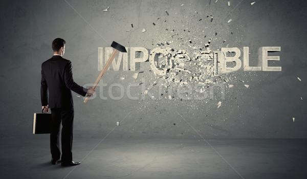 Zakenman onmogelijk teken hamer muur Stockfoto © ra2studio