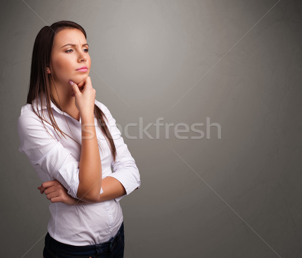 Foto stock: Bela · mulher · pensando · vazio · cópia · espaço · belo · mulher · jovem