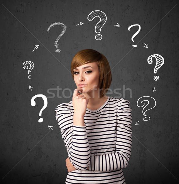 Foto stock: Pensando · signo · de · interrogación · alrededor
