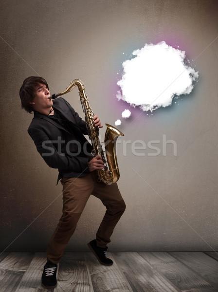 Jonge man spelen saxofoon exemplaar ruimte witte wolk Stockfoto © ra2studio