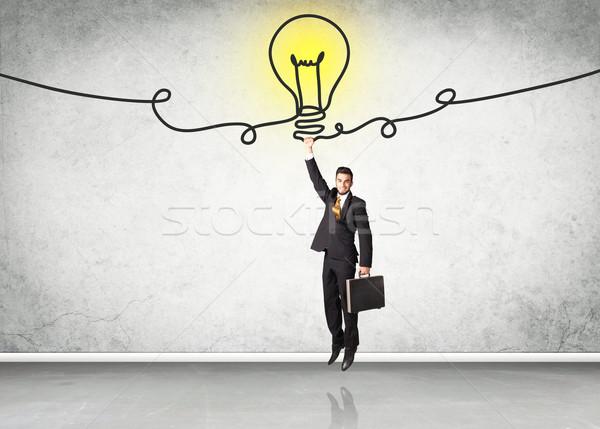 Opknoping zakenman idee lamp hand helpen Stockfoto © ra2studio