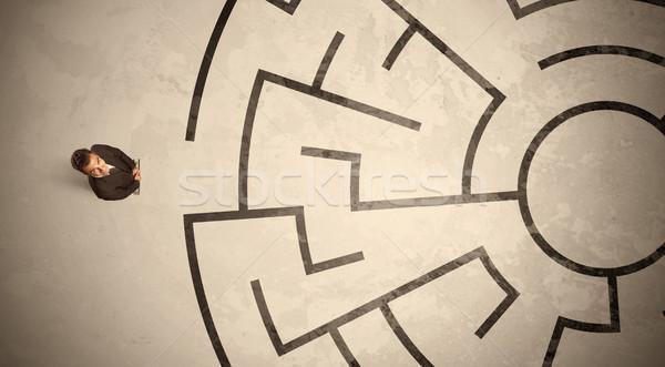 Elveszett üzletember néz út körkörös labirintus Stock fotó © ra2studio