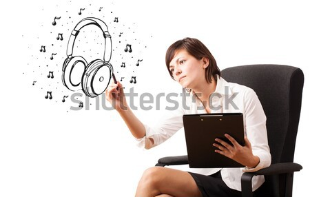 Foto stock: Jovem · desenho · fone · de · ouvido · notas · musicais · isolado · branco