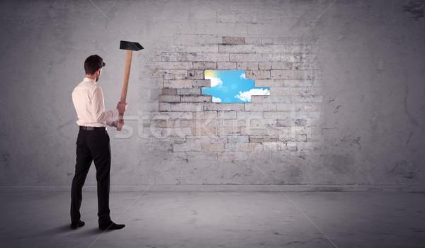 Homme d'affaires mur de briques marteau homme construction Photo stock © ra2studio