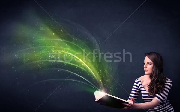 Jonge dame boek golf toevallig Stockfoto © ra2studio