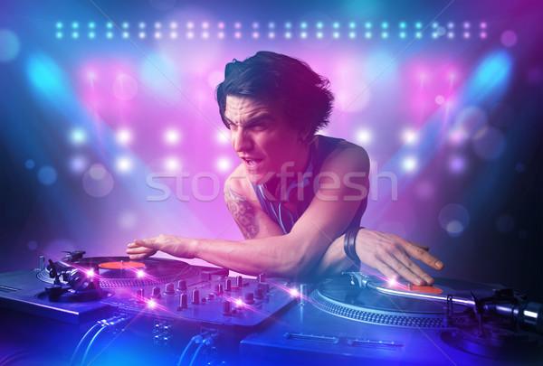 Disc-jockey musique platines stade lumières jeunes Photo stock © ra2studio