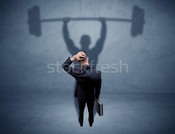 Empresário levantamento de peso sombra jovem elegante vendedor Foto stock © ra2studio