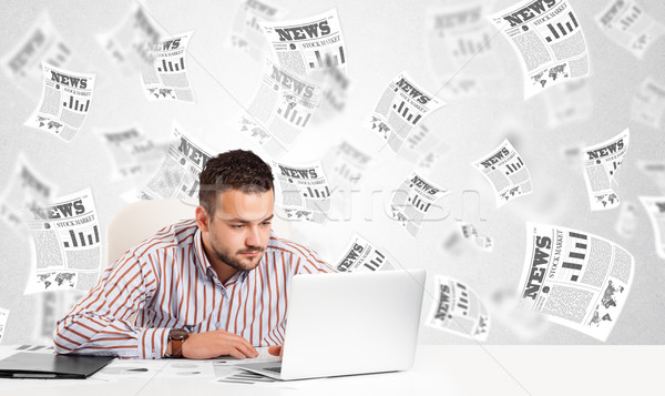 üzletember asztal tőzsde újságok számítógép könyv Stock fotó © ra2studio