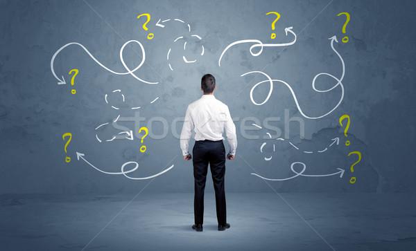 Zakenman vraagtekens verkoper twijfelen kan niet Stockfoto © ra2studio