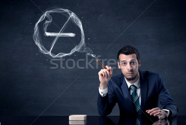 Imprenditore fumare sigaretta fumo segno Foto d'archivio © ra2studio