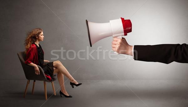 Elegante model vergadering tegenover groot luidspreker Stockfoto © ra2studio