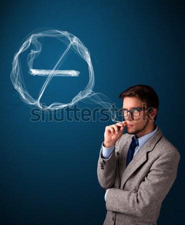 Fiatalember dohányzás egészségtelen cigaretta dohányozni tilos felirat Stock fotó © ra2studio