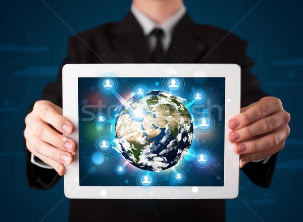 Empresario 3D tierra mundo tableta Foto stock © ra2studio