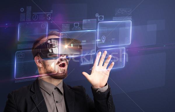 Empresário virtual realidade óculos de proteção maravilhado gráficos Foto stock © ra2studio