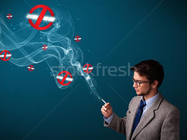 Photo stock: Séduisant · jeune · homme · fumer · dangereux · cigarette