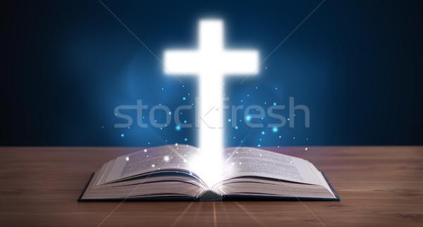 Foto stock: Abierto · Biblia · cruz · centro