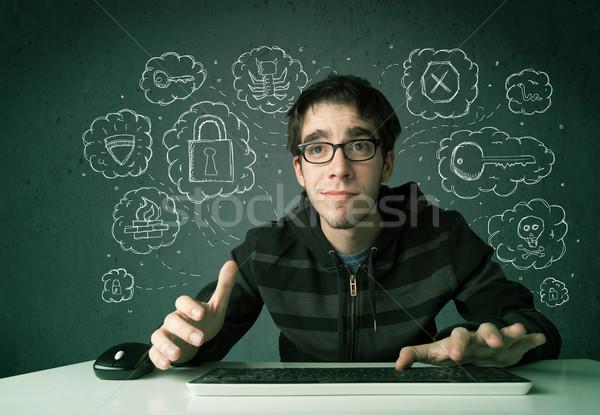 Giovani nerd virus l'hacking pensieri Foto d'archivio © ra2studio