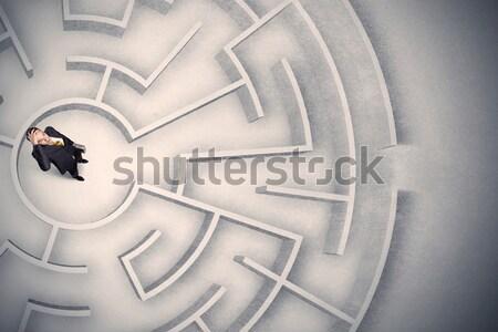 Hombre de negocios atrapado circular laberinto confundirse oficina Foto stock © ra2studio