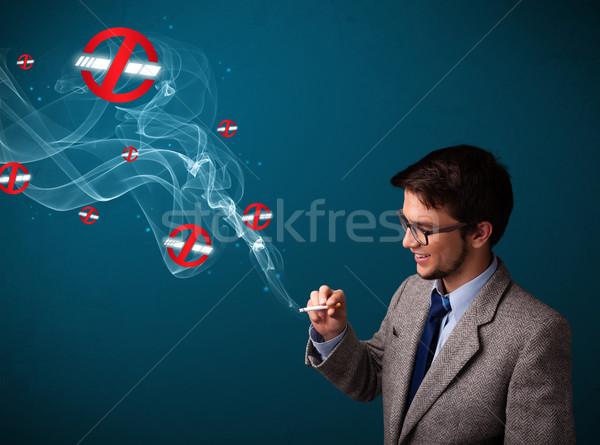 Stok fotoğraf: çekici · genç · sigara · içme · tehlikeli · sigara