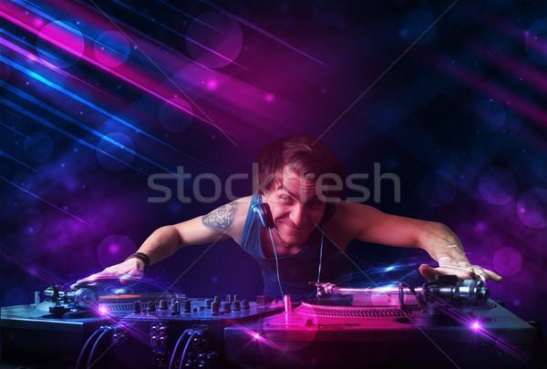 Stok fotoğraf: Genç · oynama · turntable · renk · ışık · efektleri · çekici