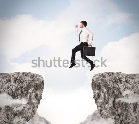 Foto stock: Empresária · rocha · montanha · jovem · em · pé · borda