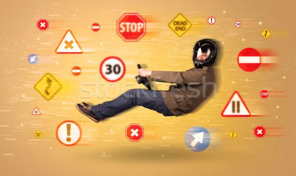 Stockfoto: Jonge · bestuurder · verkeersborden · rond · auto · weg