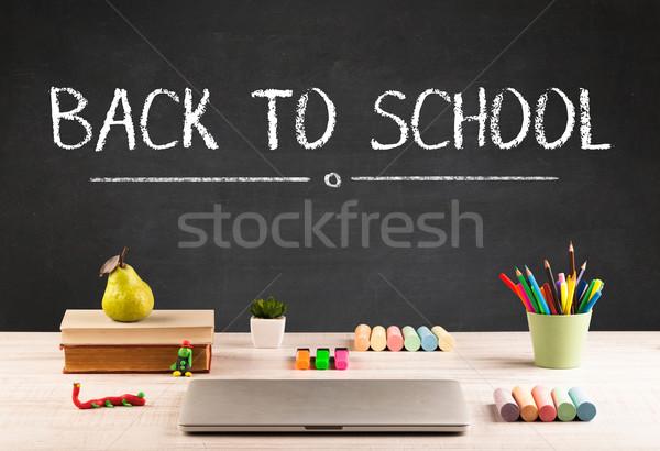 Nagy vissza az iskolába ír iskolatábla levelek asztal Stock fotó © ra2studio