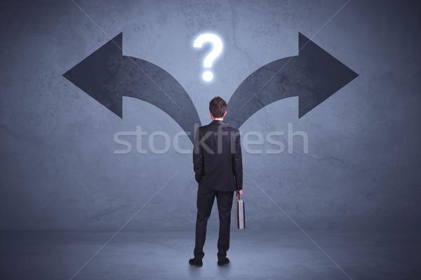 Zdjęcia stock: Biznesmen · decyzja · patrząc · ściany
