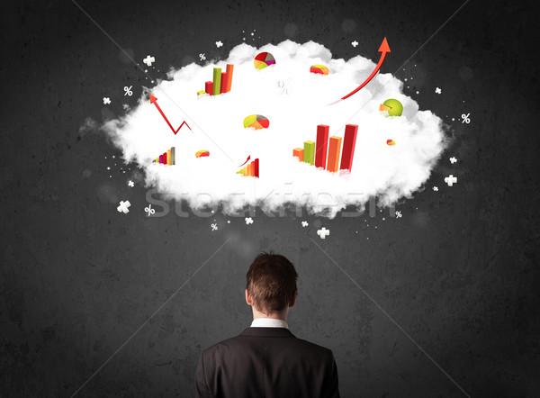 Foto stock: Empresário · gráficos · nuvem · acima · cabeça · jovem