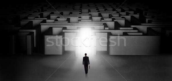 Verloren zakenman permanente verlicht labyrint entree Stockfoto © ra2studio