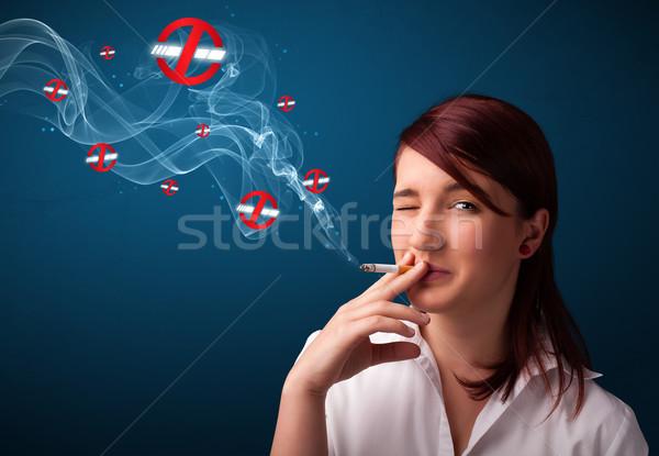 Foto stock: Fumar · peligroso · cigarrillo · signos