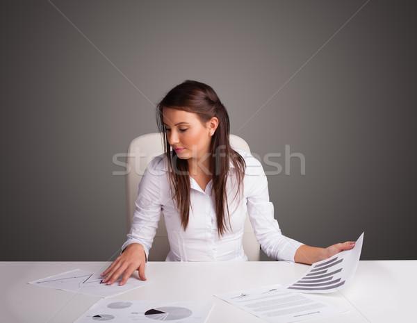 Empresária sessão secretária papelada belo jovem Foto stock © ra2studio